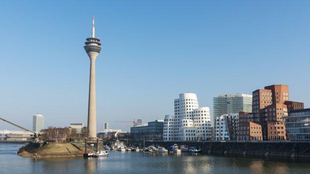 Medienhafen Duesseldorf mit Bauten von Gehry