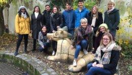 Gruppenbild aller Teilnehmer/-innen des Welcome(Back)-Treffen in Leipzig