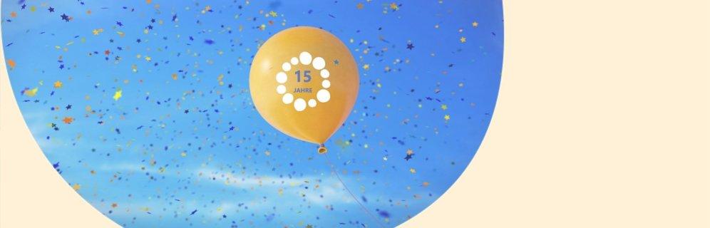 Ein gelber Luftballon fliegt in den Himmel und es regnet Konfetti iStock.com/matejmo